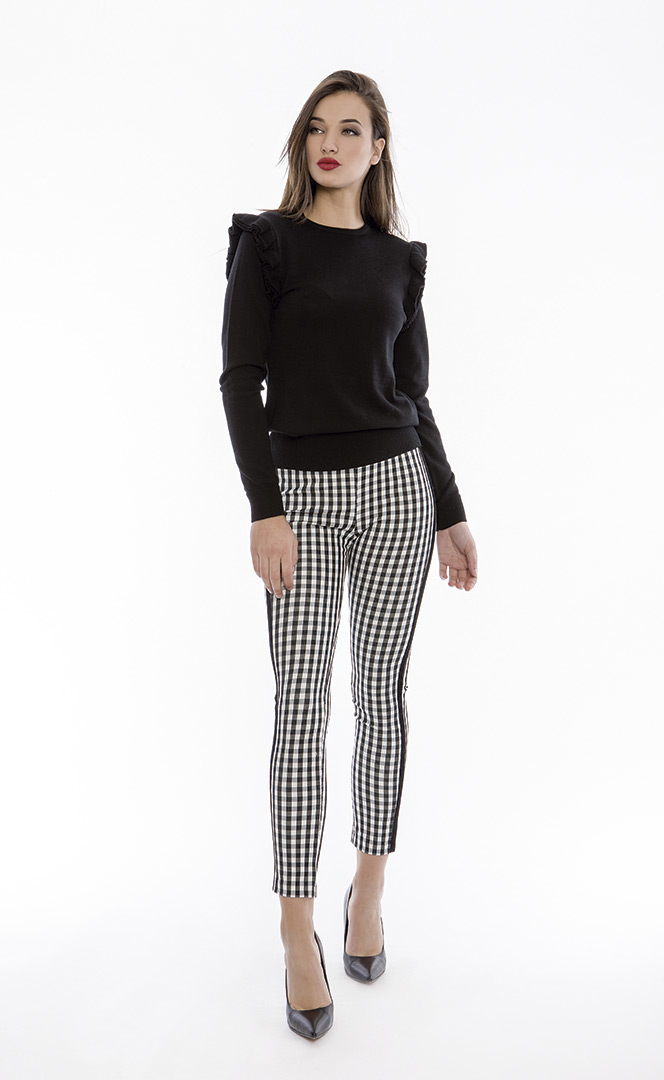 Trousers 4180560 | Sweater 4180731
