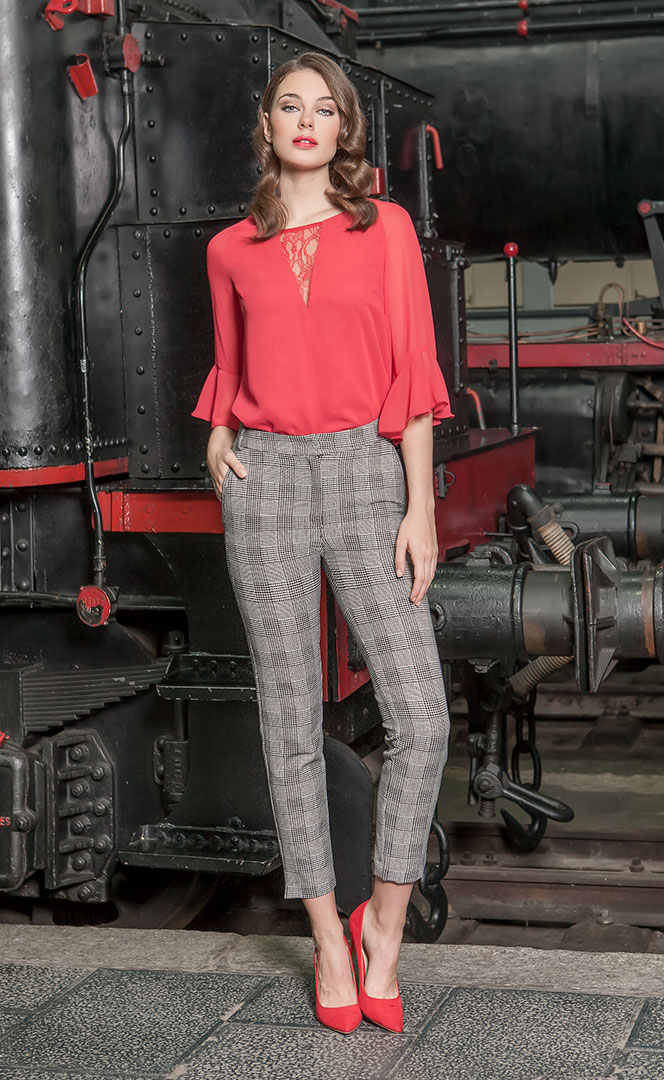 Blouse 52190553 | Trousers 4190745