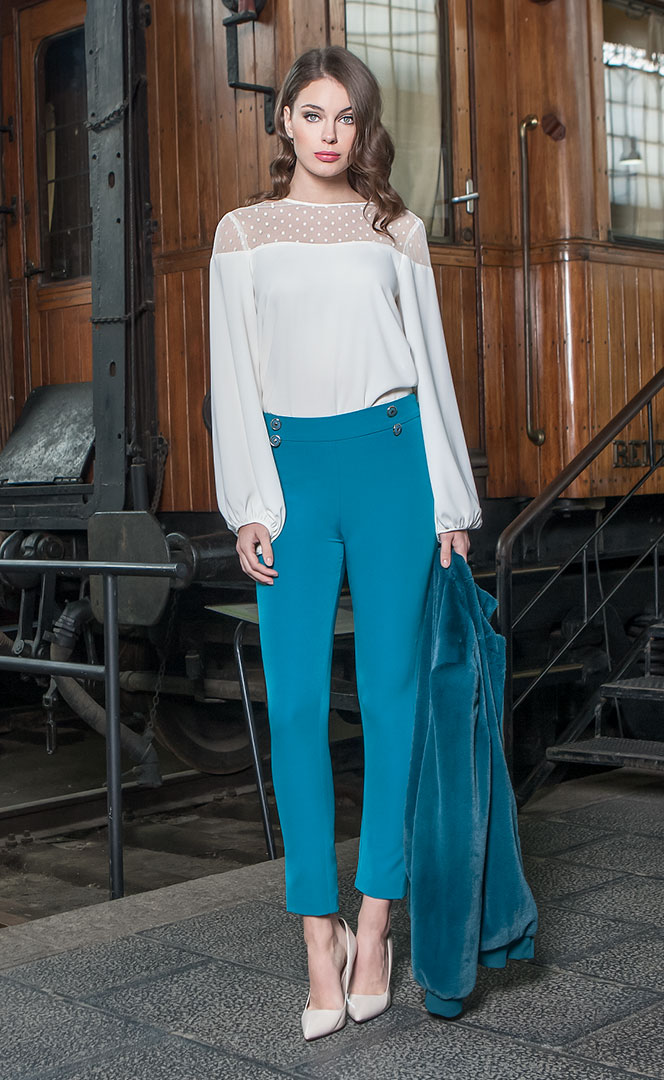Blouse 4190561 | Trousers 4190739