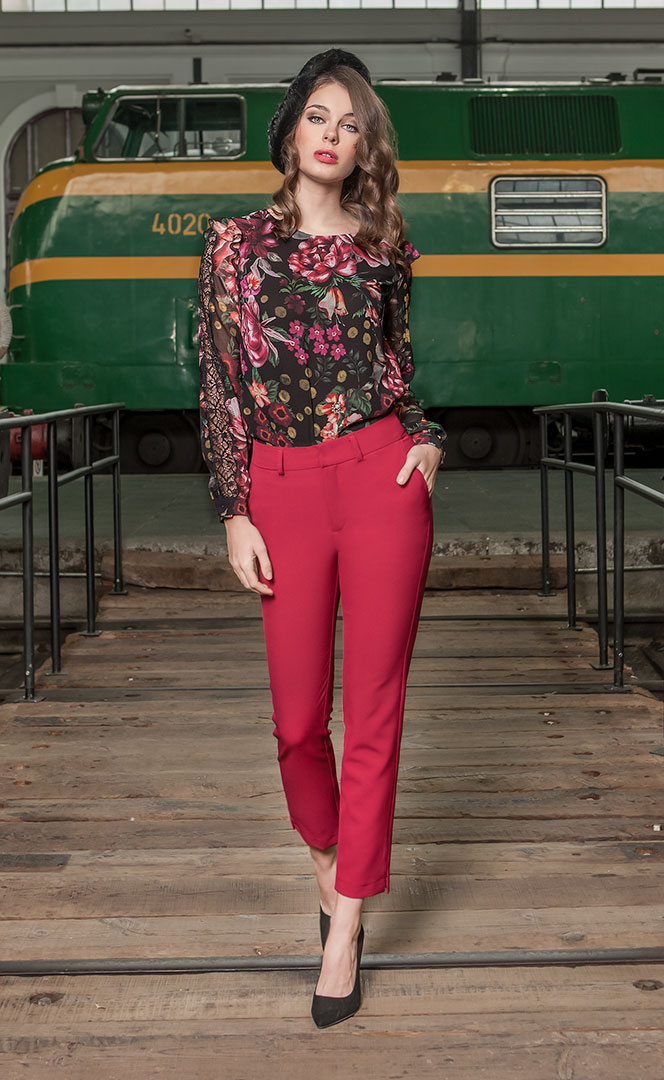 Blouse 4190551 | Trousers 4190730