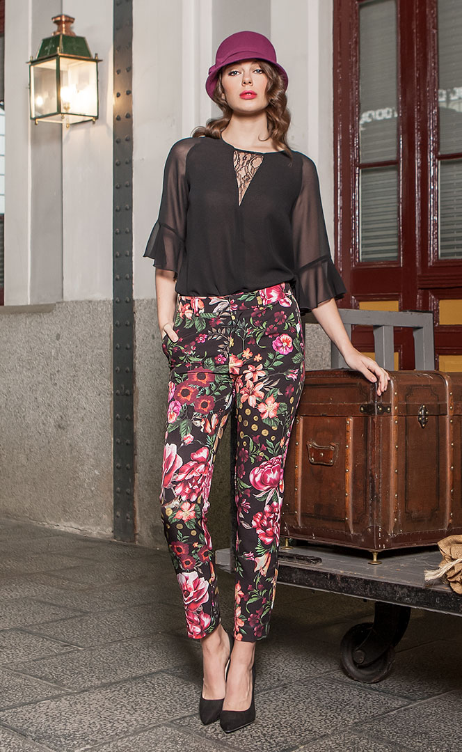 Blouse 4190553 | Trousers 4190741